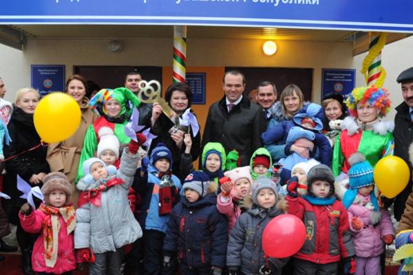 Директор ООО «Союзстройинвест» Э.Резяпов принял участие в открытии нового детского сада № 78 «Колосок»